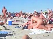 Porno à la plage avec un couple amateur