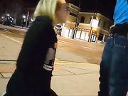 Couple tente le sexe oral en plein air dans la nuit