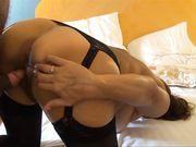 Sexe au lit avec maman nue